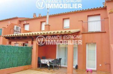 immo empuriabrava: villa avec petit jardin, garage et parking cour intérieure