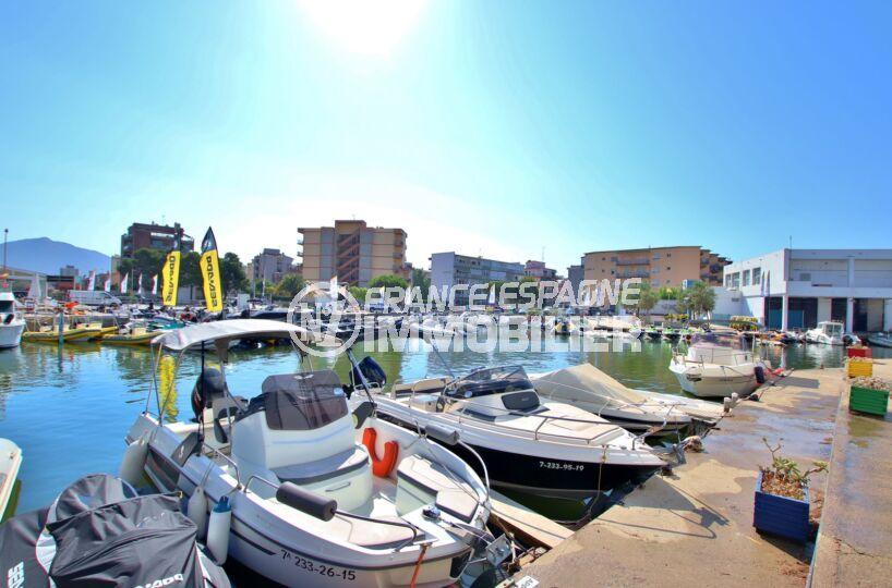appartement a vendre rosas, 3 pièces 55 m², aperçu du canal à proximité, parking et amarre en commun 6 m x 3 m