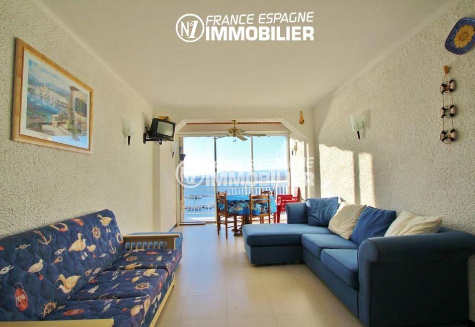 rosas immo: appartement ref.780, salon / séjour avec coin repas près de la terrasse