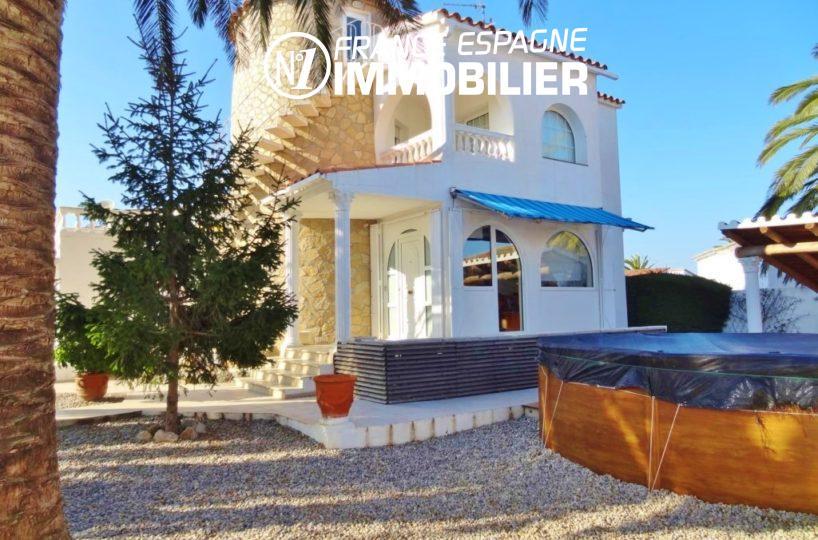 empuriabrava immo: vue villa ref.2110, jardin 461 m² & piscine