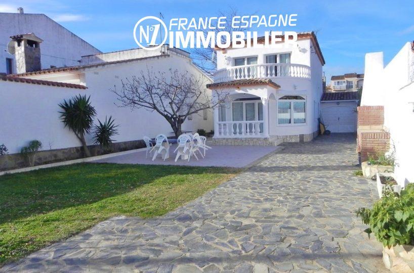 EMPURIABRAVA: villa avec garage, proche commerce