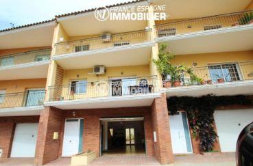 vente villa rosas: villa 210 m² avec grand garage, vue dégagée sur les monstagnes, secteur calme