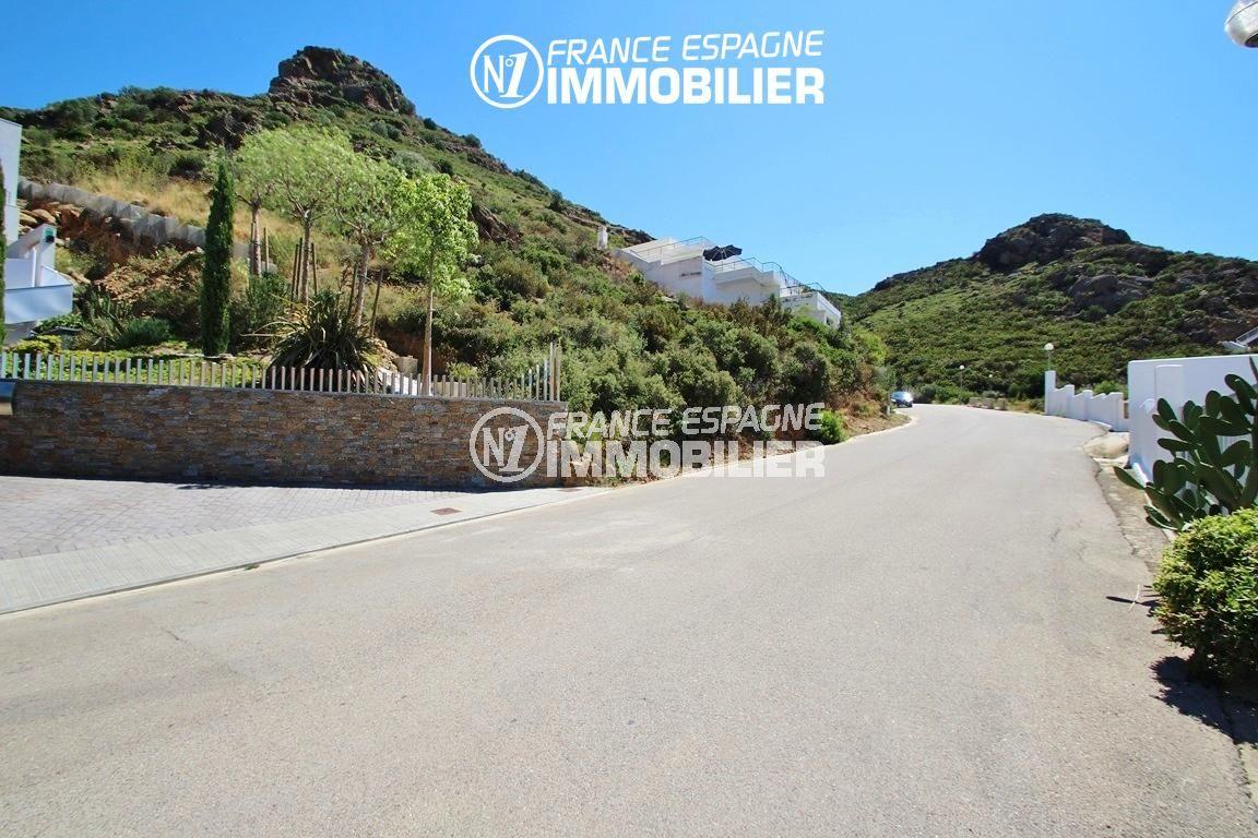 immo roses: villa ref.2625, paysage montagneux autour de la maison