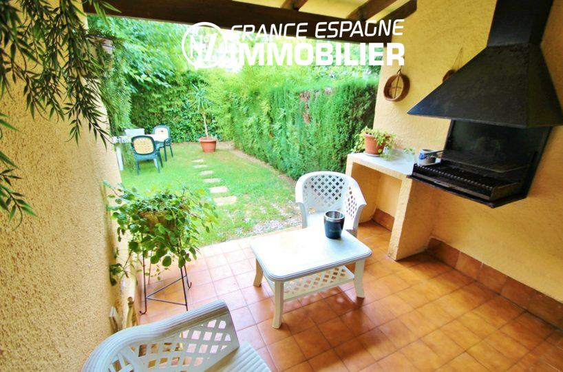 immo roses espagne: villa ref.2824, terrasse avec barbecue donnant sur le jardin