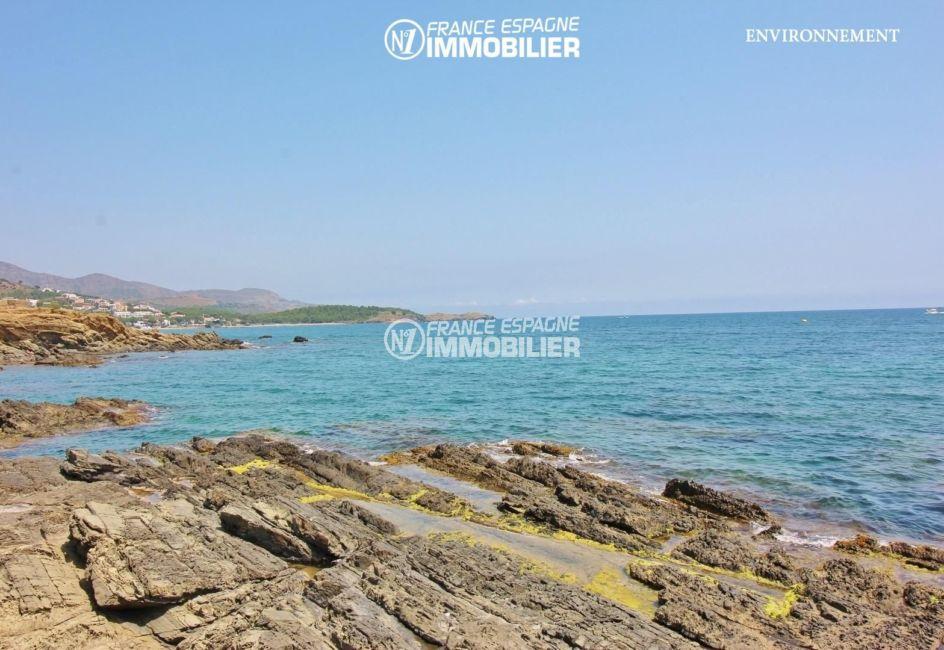 sublime vue sur les falaises et la mer aux environs