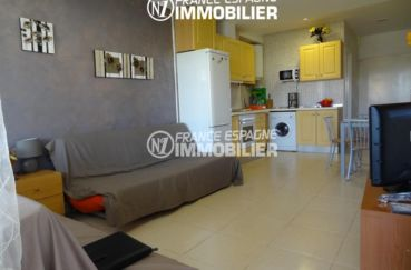 vente appartement rosas, ref.2528, dans une belle résidence avec piscine communautaire