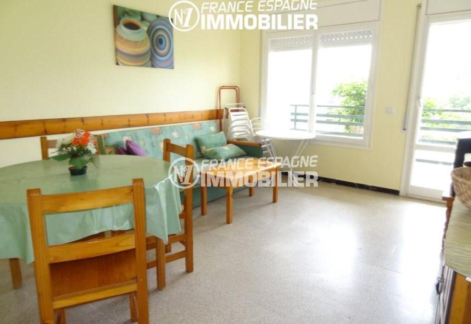 immo roses: appartement ref.2162, vue sur le séjour / salon avec accès à la terrasse