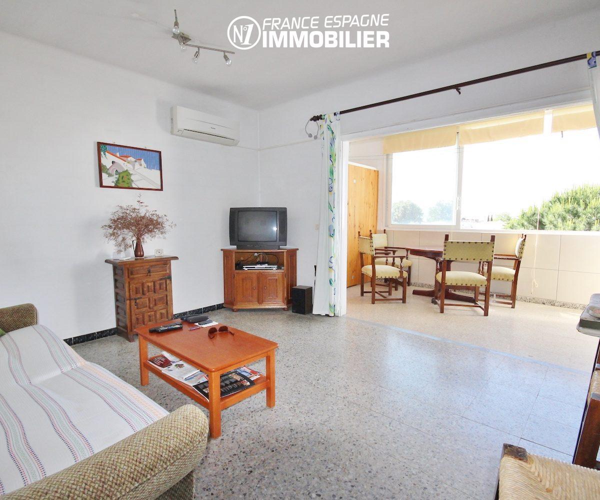 appartement a vendre rosas, ref.3154, vue séjour & terrasse / véranda