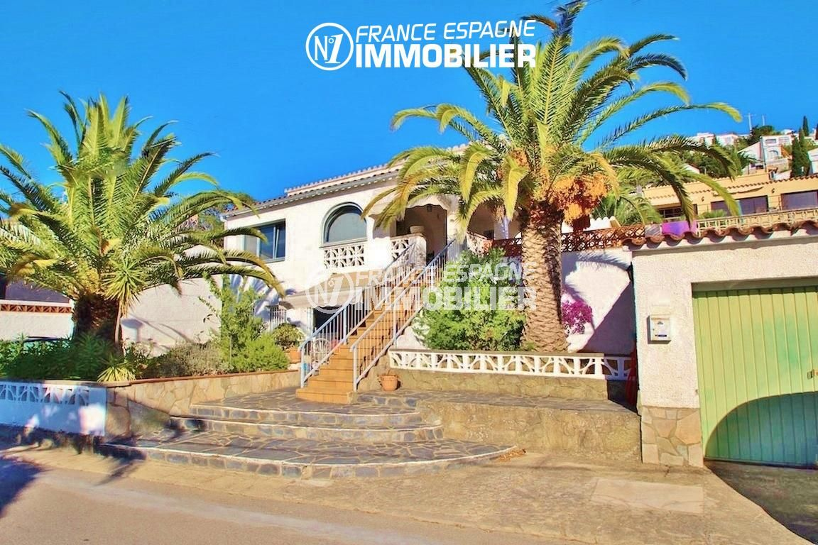 immo roses: villa ref.2596, aperçu de la façade de la maison et du garage