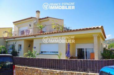 maison costa brava, ref.2287, vue sur la façade avec la terrasse à l'étage