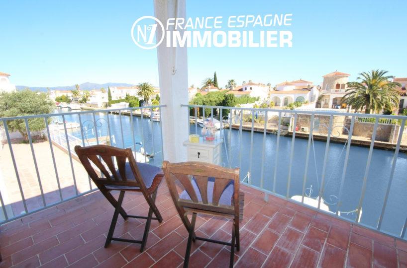 immobilier empuriabrava: appartement avec amarre, piscine, vue sur marina