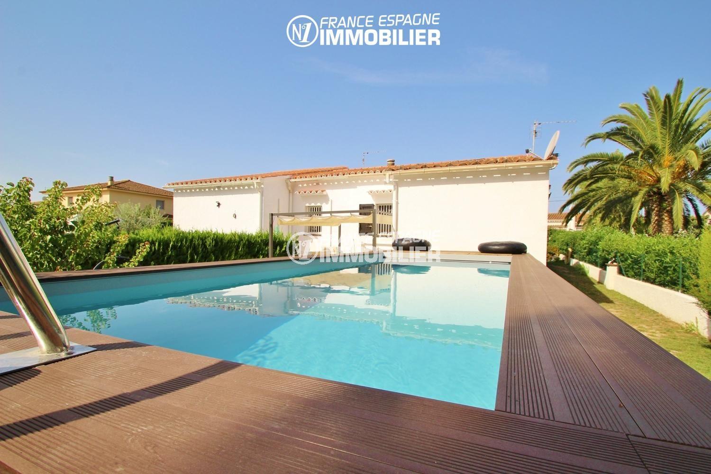 Jardin À L Américaine empuriabrava : belle villa 3 chambres, grande piscine, proche golf &  plages, avec piscine