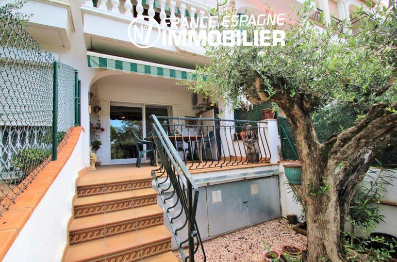 immo costa brava: villa ref.3271, aperçu jardin et escalier d'entrée