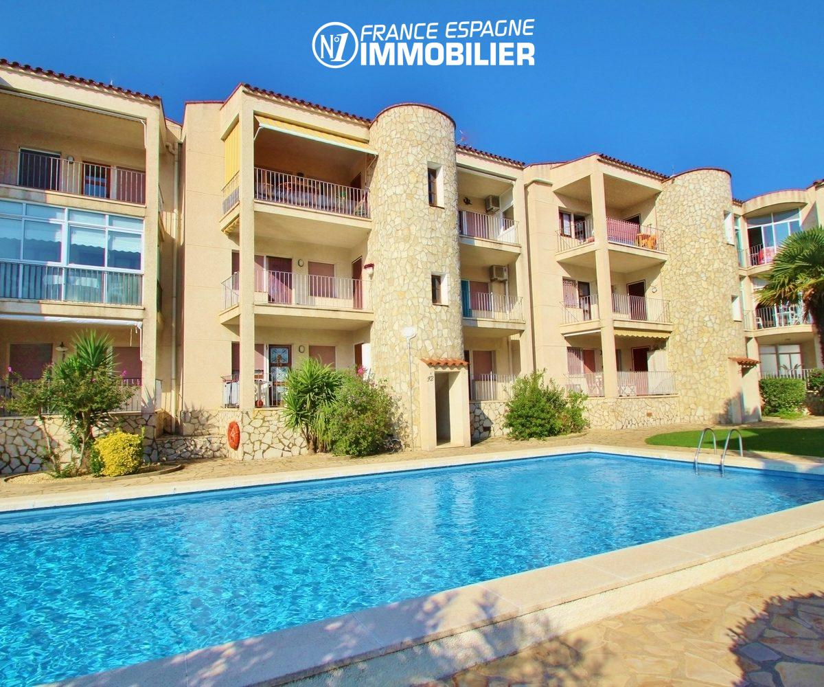 agence immobiliere empuriabrava: appartement vue canal avec piscine