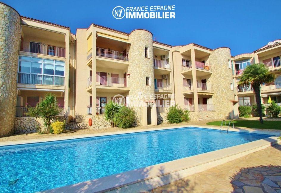 agence immobiliere empuriabrava: appartement vue canal avec piscine