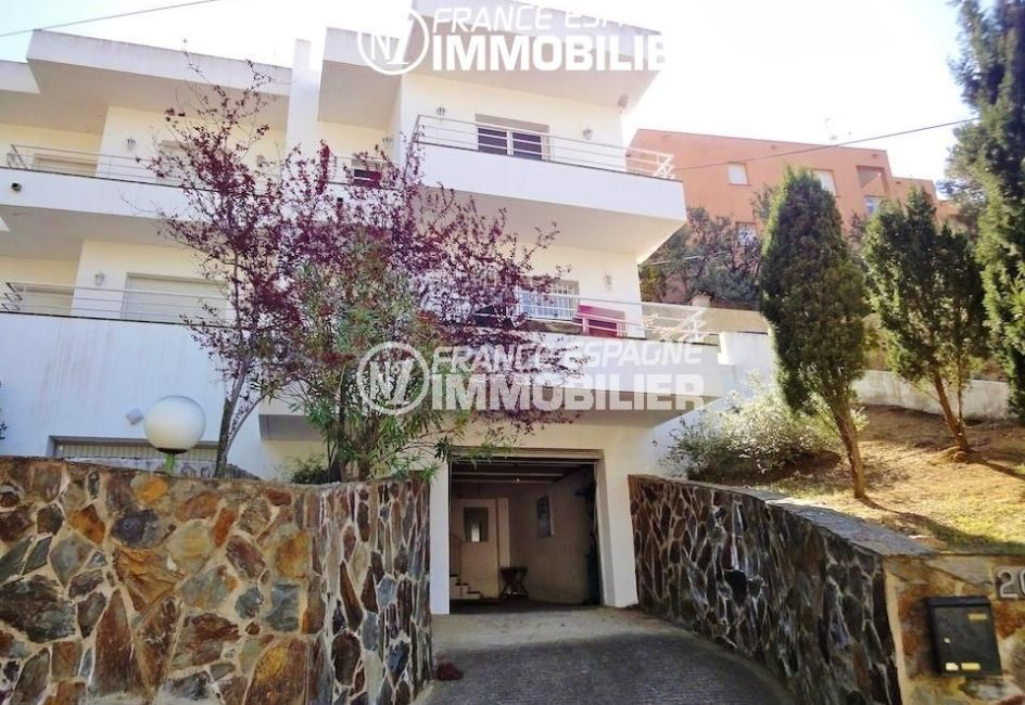 maison a vendre rosas, terrain de 182 m², façade extérieure avec terrasses