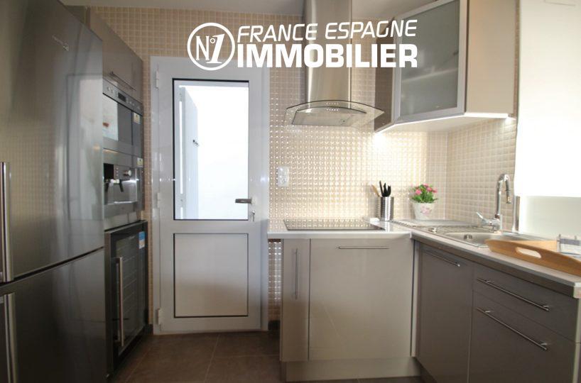 appartement a vendre rosas, ref.2879, cuisine américaine équipée neuve avec accès patio / buanderie