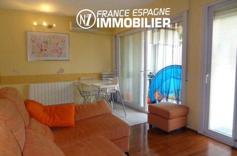 immo roses: appartement ref.2286, séjour avec accès terrasse