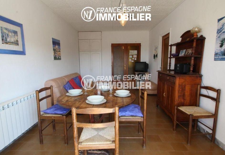 vente appartement rosas, terrasse, salon / séjour avec des rangements accès terrasse