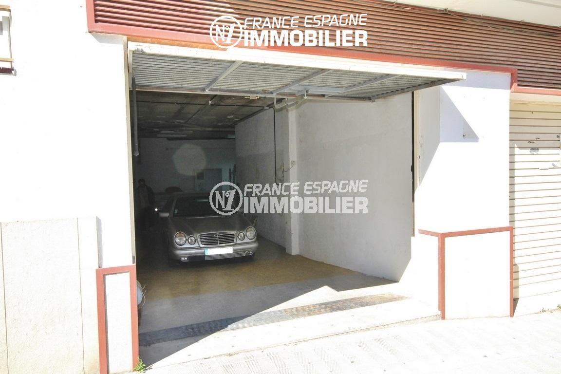 local de commerce ref.3108: garage au centre-ville de roses