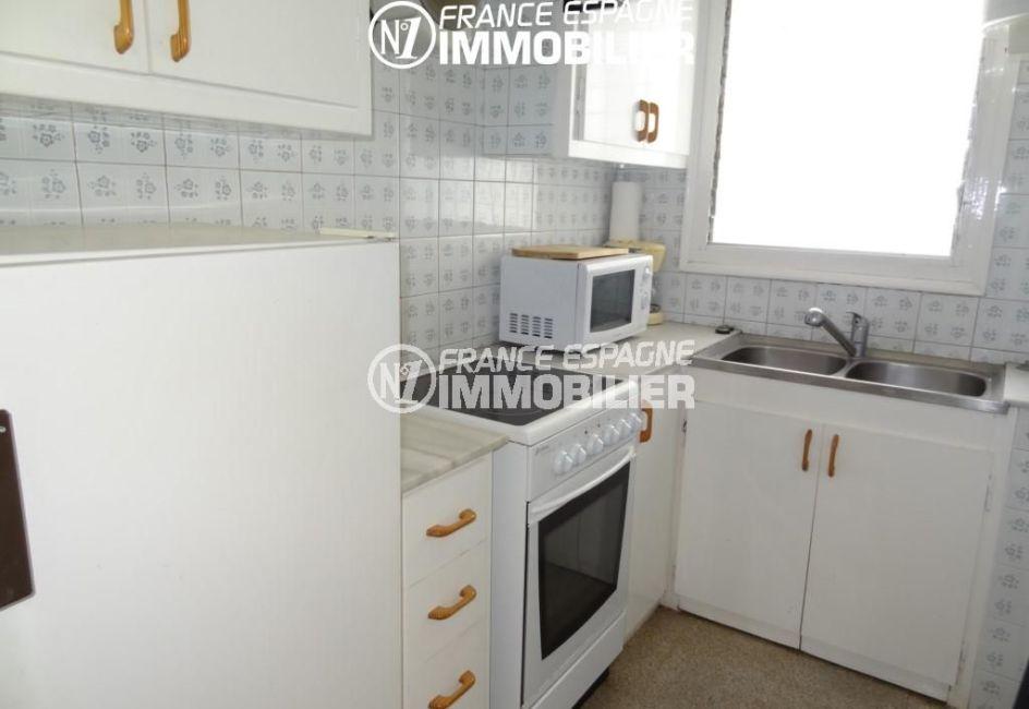 appartements a vendre a rosas, ref.2162, cuisine indépendante équipée avec des rangements