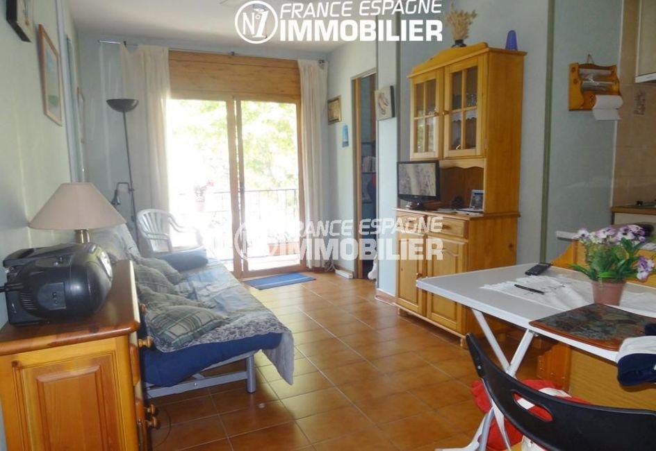 achat appartement empuriabrava, salon / séjour avec cuisine ouverte accès balcon