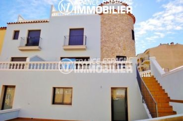 maison a vendre empuria brava, proche plage, aperçu de la façade et terrasses