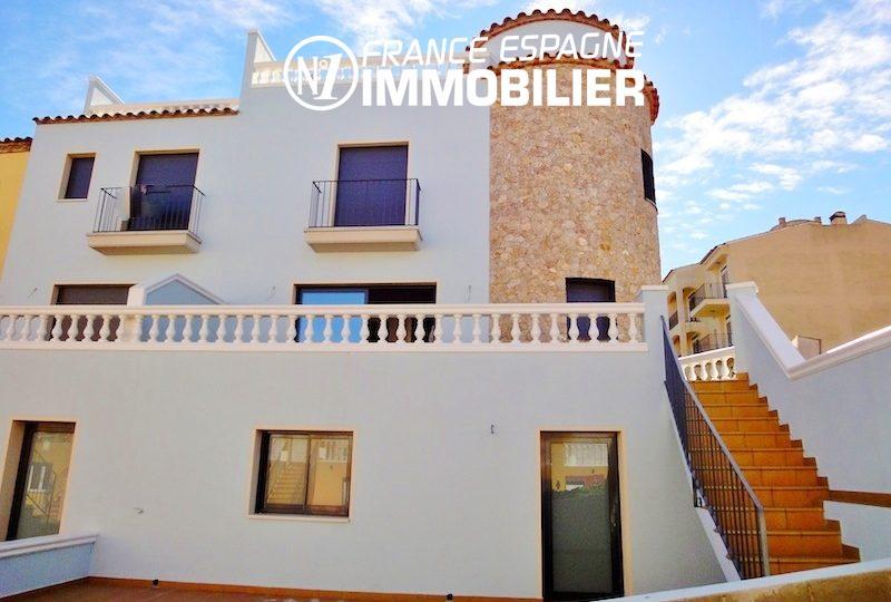 agences immobilières empuriabrava: villa avec grand garage et piscine, proche plage