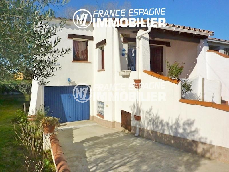 maison empuriabrava, 108 m², aperçu du garage et de la façade entretenue