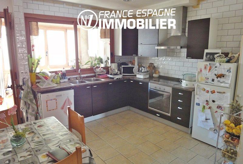 vente immobilière costa brava: villa 206 m², cuisine américaine équiopée et fonctionnelle
