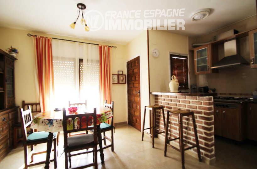agence immobiliere costa brava: villa ref.3006, salle à manger avec cuisine ouverte