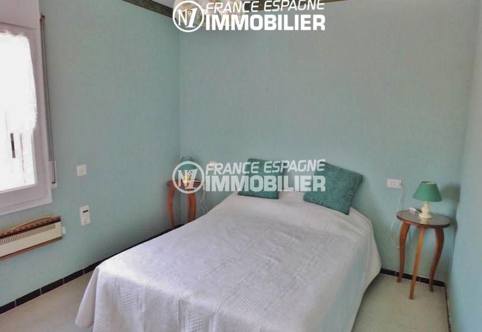 appartement roses, ref.780, la deuxième chambre avec un lit double