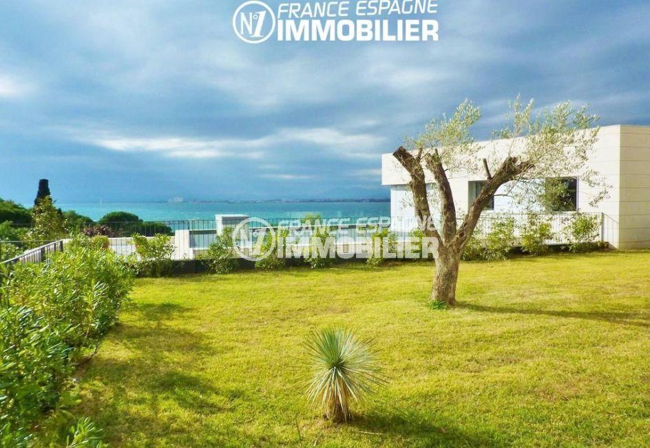 agence immo rosas: villa ref.2392, jardin arboré de 620 m², vue mer