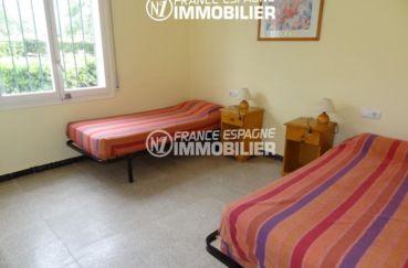 appartement a vendre a rosas, ref.2162, chambre avec un lit double et un lit simple