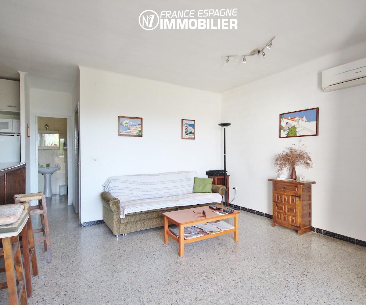 appartement a vendre costa brava, ref.3154, aperçu séjour et cuisine américaine