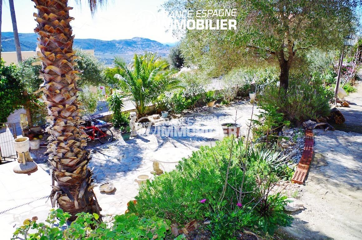 immobilier rosas: villa ref.2497, aperçu du portail et l' allée du parking