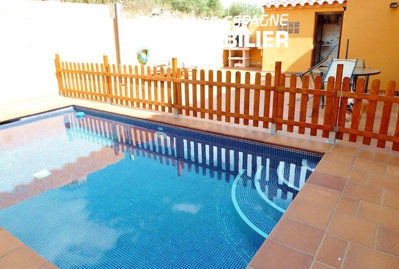 maison a vendre espagne costa brava, ref.1013, aperçu de la piscine, terrasse et barbecue
