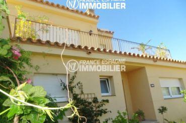 maison a vendre espagne costa brava, ref.2287, vue sur la façade et la porte d'entrée