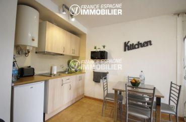 immobilier roses espagne: studio ref.2982, coin cuisine aménagée et un coin repas