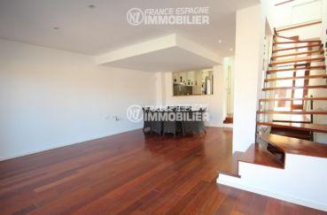 immo costa brava: villa ref.3217, aperçu séjour / salle à manger et escalier vers l'étage