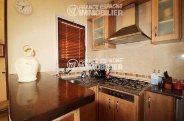 agence immobilière costa brava: villa ref.3006, cuisine ouverte aménagée avec rangements