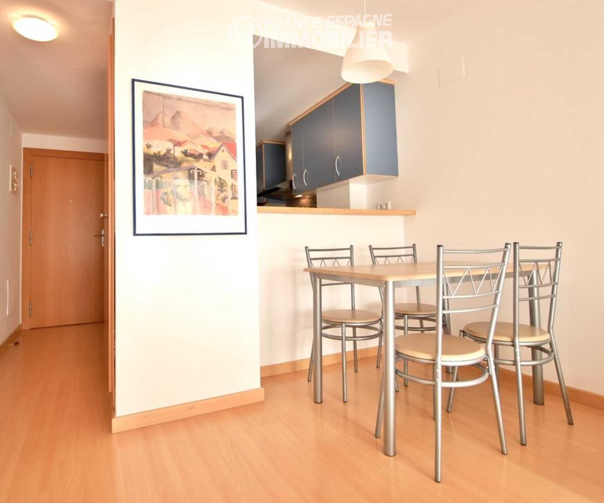 vente appartement rosas, ref.1741, coin salle à manger et bar de la cuisine américaine