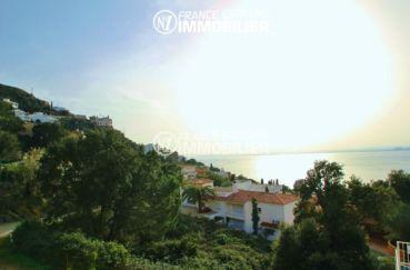agence immo rosas: appartement ref.2879, splendide vue mer depuis la terrasse 10 m² et le jardin privatif
