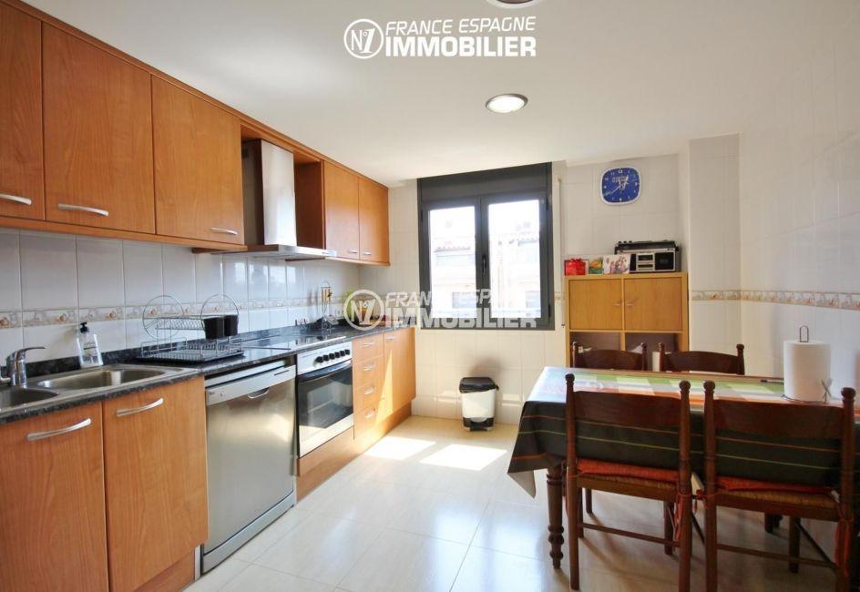 vente appartement espagne costa brava : 139 m² + terrasse 66 m² à san pere pescador, piscine