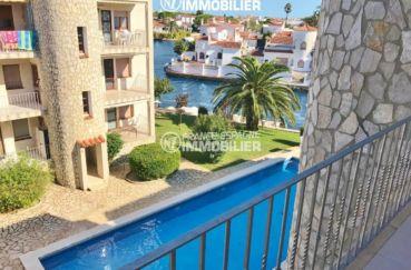 a vendre empuriabrava: vue canal, terrasse 14 m², piscine