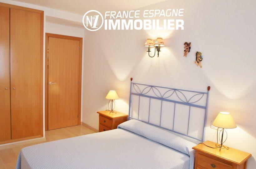 achat appartement rosas, première chambre avec penderie intégrée |  ref.2647