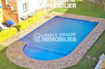 maison à vendre empuriabrava, 120 m², vue sur la piscine en commun et ses extérieurs
