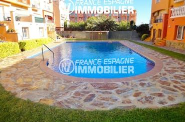 agence immobiliere costa brava: villa 120 m², piscine en commun de la résidence pavillionnaire