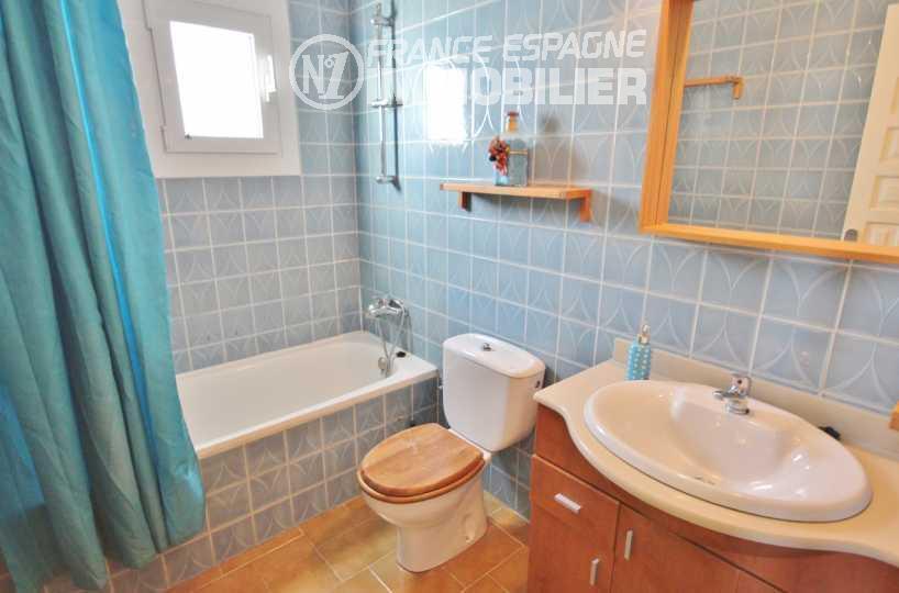 ventes immobilieres rosas espagne: ref.2945, salle de bains avec baignoire, vasque et wc