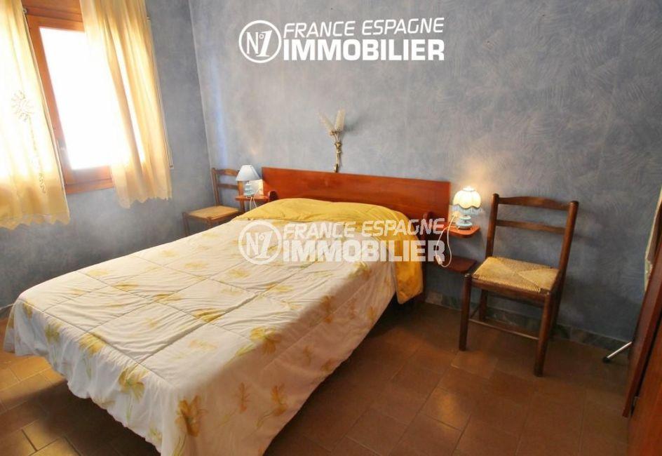appartements a vendre a rosas, terrasse, première chambre lit double avec placards